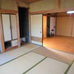 玄関左手の和室8畳。夕方でも陽当り良く暖かいお部屋