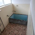 一回の浴室。タイルですね。