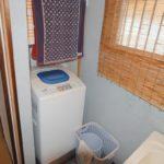 洗面台脇に洗濯機置場