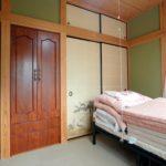 2階和室2(こちらもカーペット敷き)(寝室)